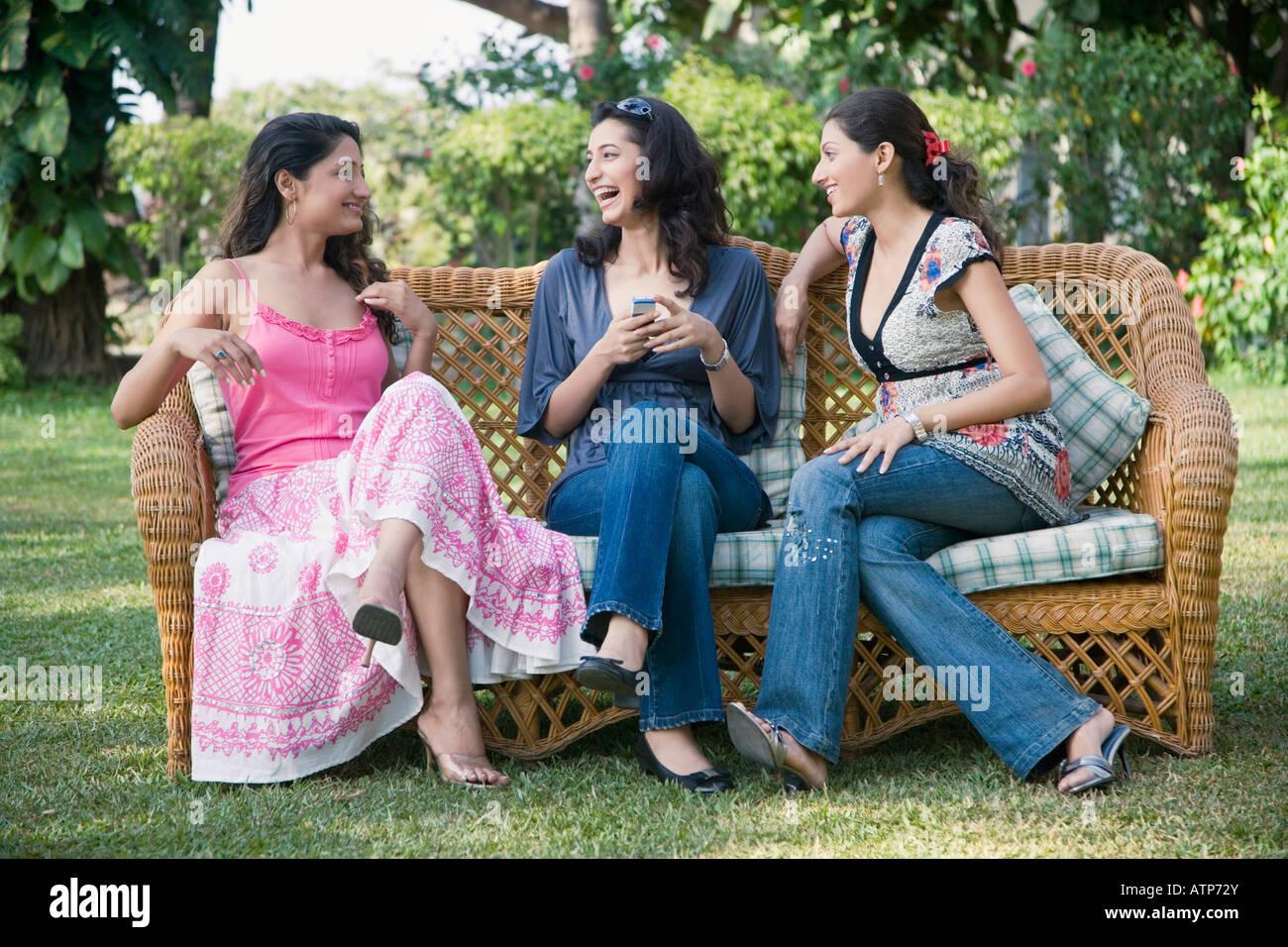 Klatsch mit drei reifer Frauen