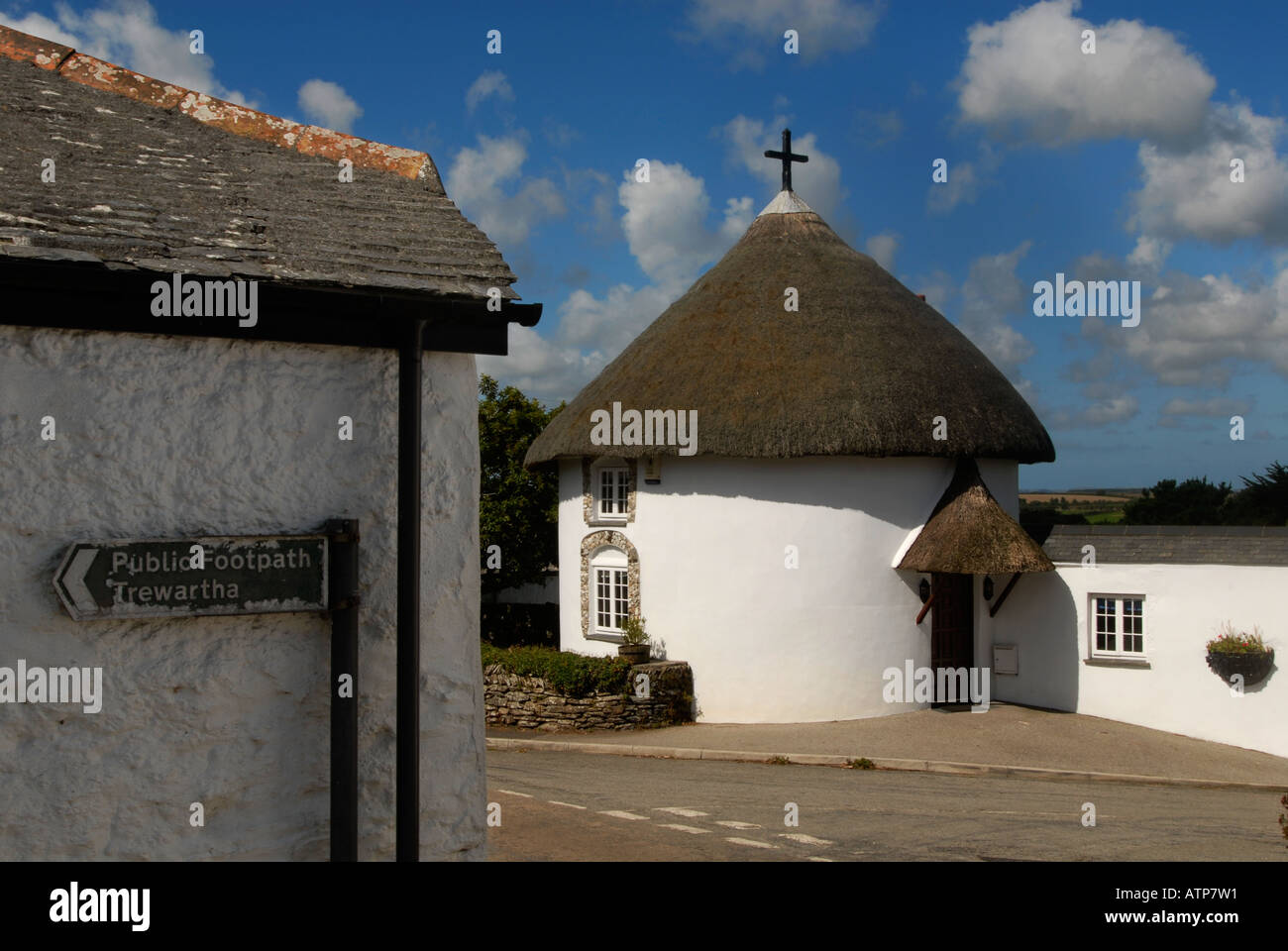 Rundes Haus Am Eingang Zum Veryan In Cornwall Uk Stockfoto Bild