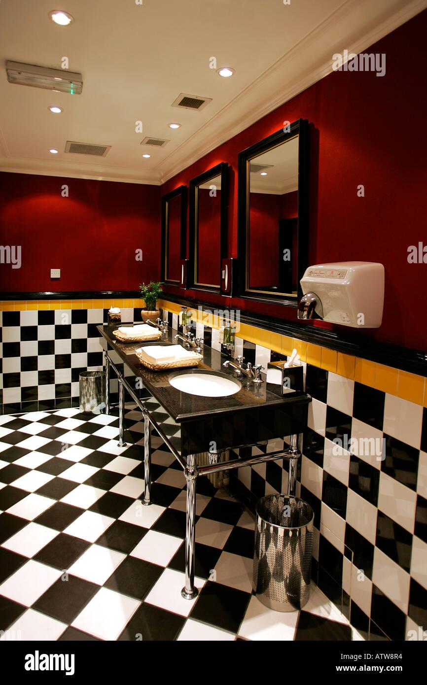 Bad WC Toilette Toiletten Becken Toilette Bordeaux Wand ...