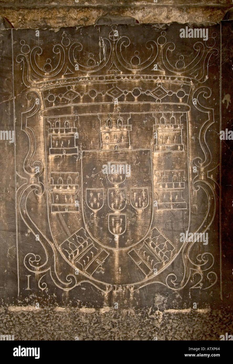 Sehr Alte Königliche Wappen Eingraviert Vor Grab Im Inneren Der Sé Lissabon  Stockbild
