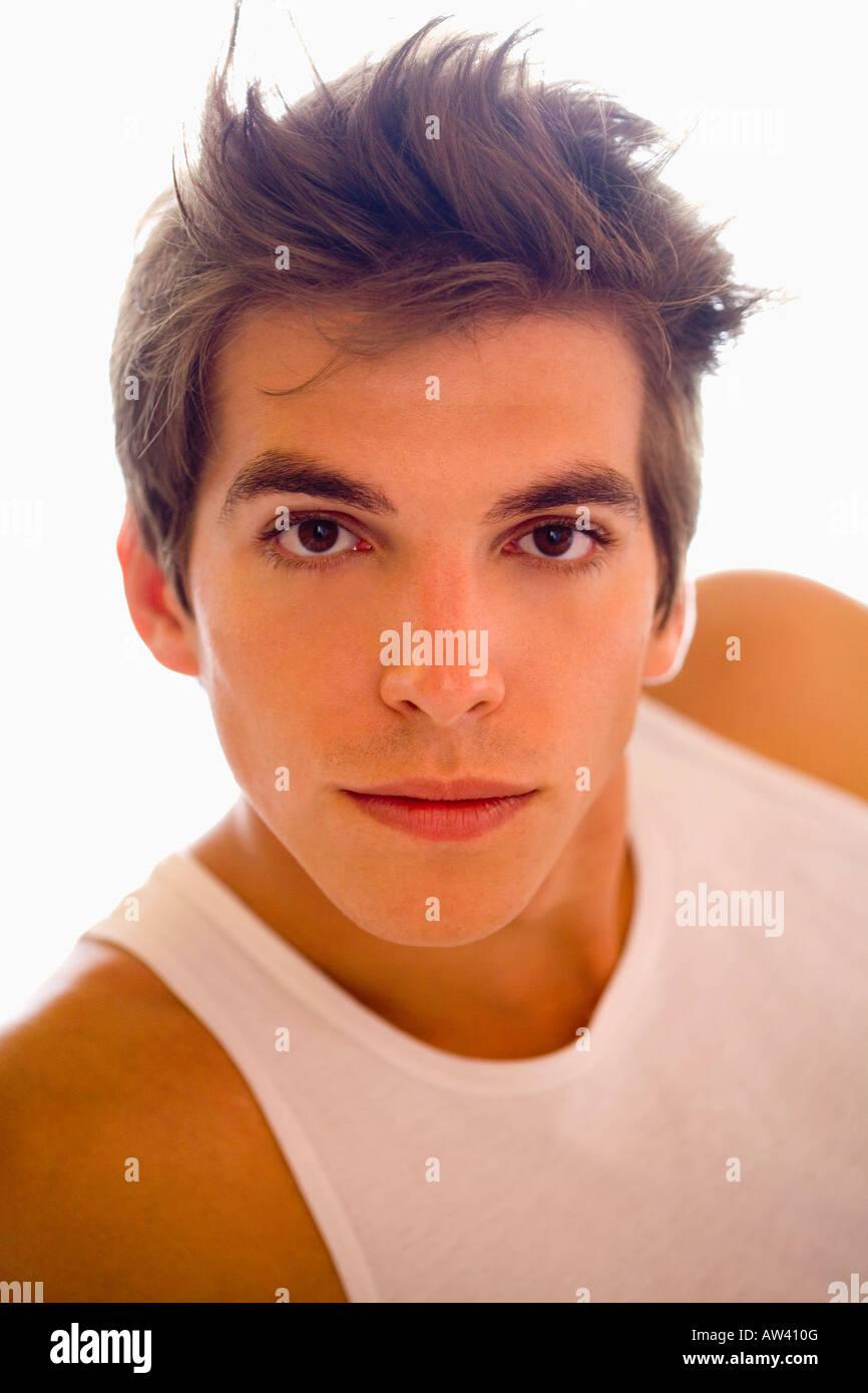 Porträt junger Mann hat t-Shirt. Stockbild