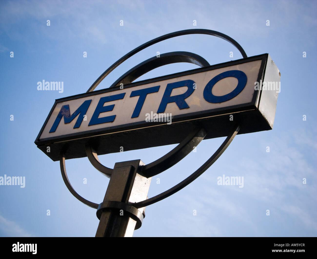 Kreisförmige art deco Paris Metro zeichen Paris Frankreich Europa Stockfoto