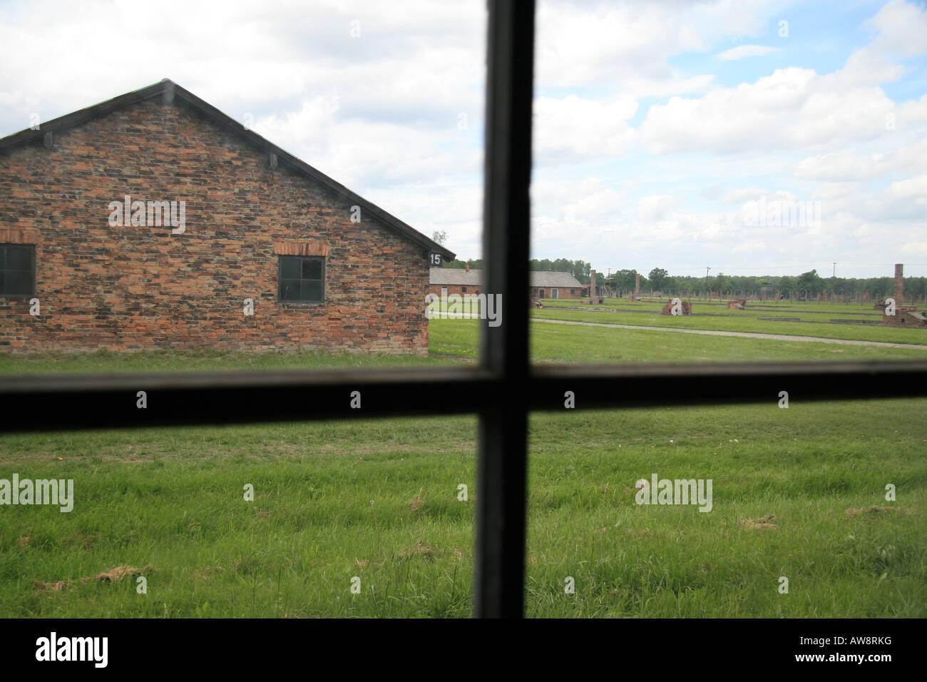 Ein Blick aus dem Fenster ein Backstein-Block auf das ehemalige ...