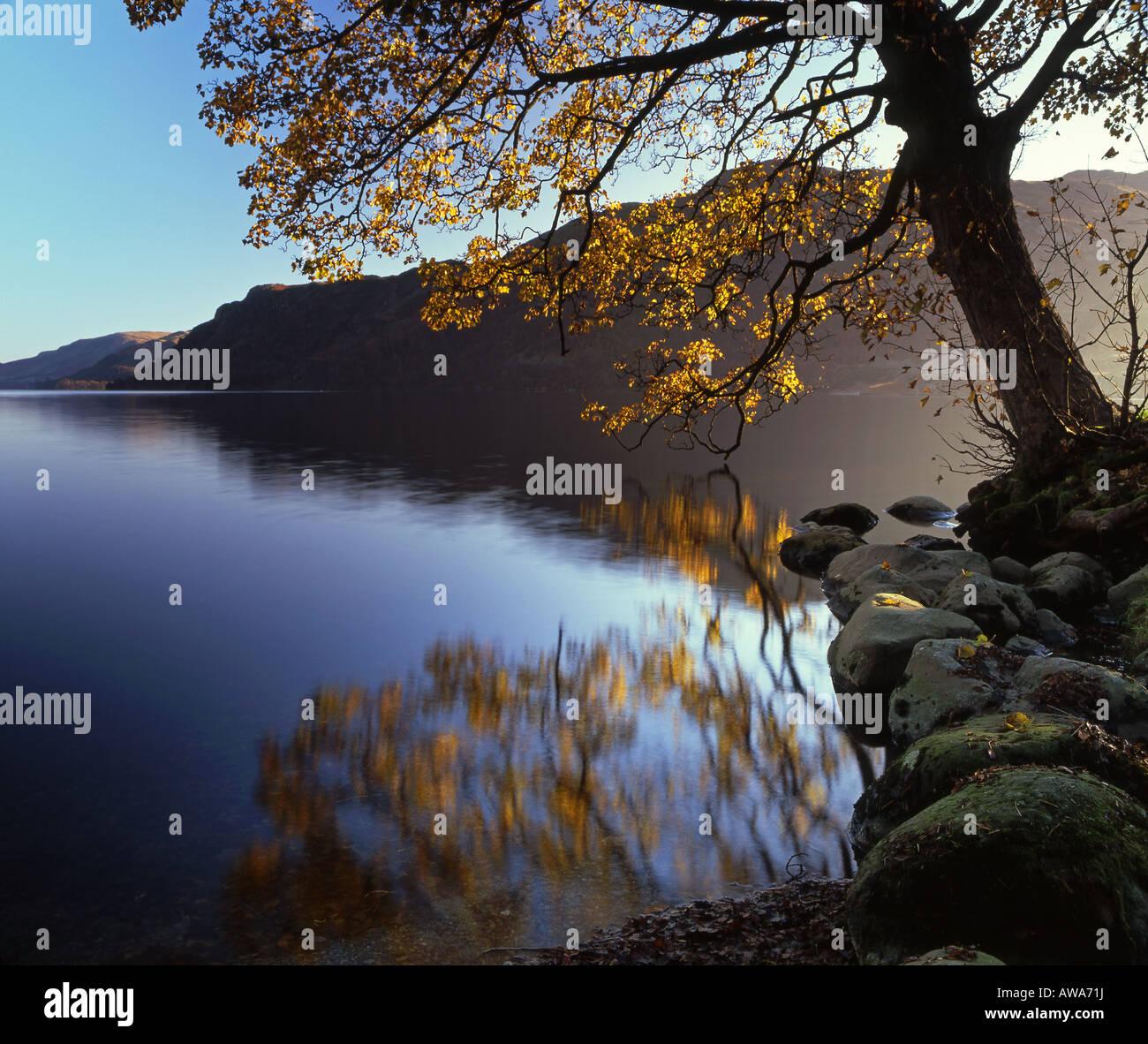 Herbst auf Ullswater und Patterdale gemeinsamen Ullswater, Nationalpark Lake District, Cumbria, England, UK Stockbild