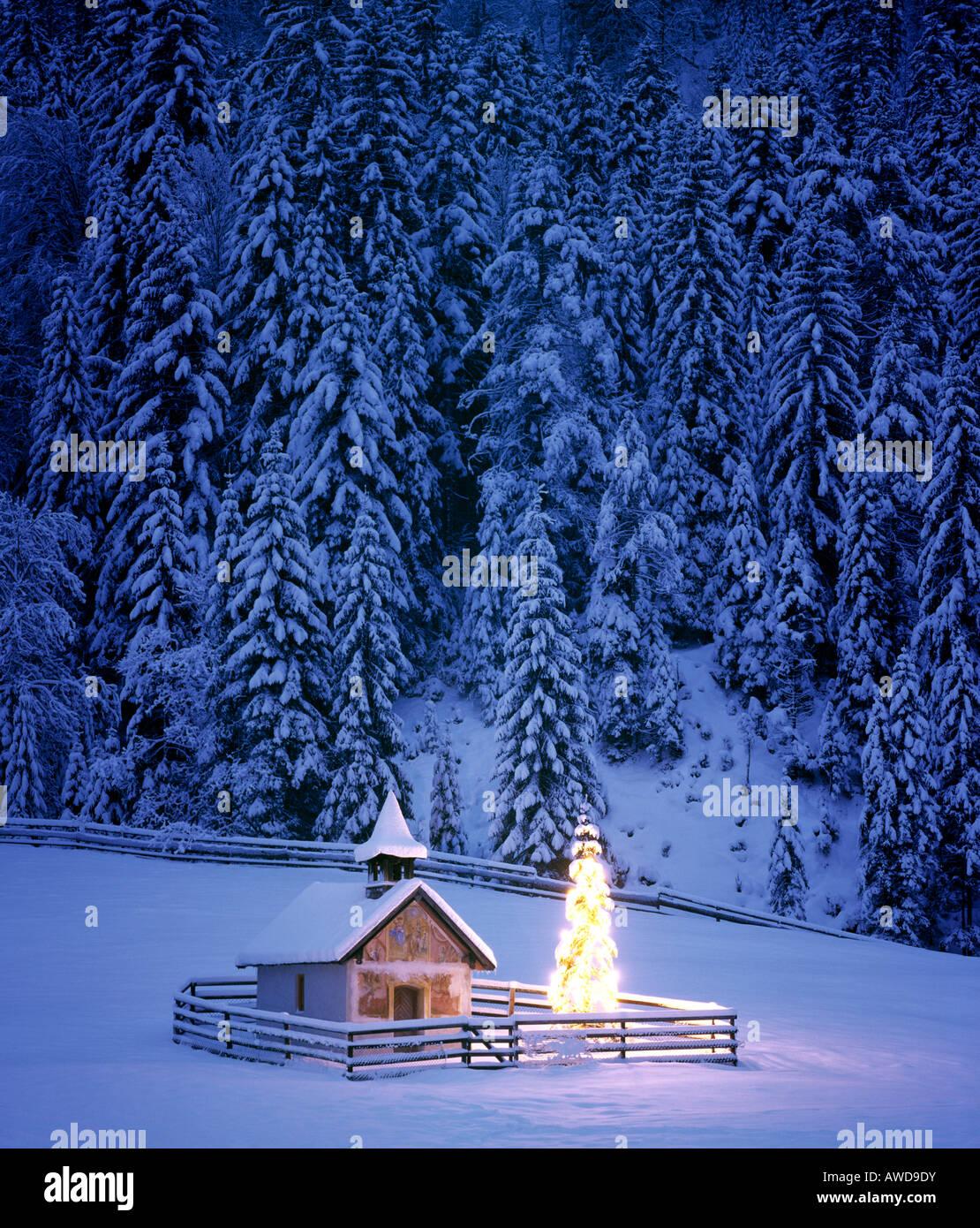 kapelle weihnachtsbaum in der n he von elmau upper. Black Bedroom Furniture Sets. Home Design Ideas