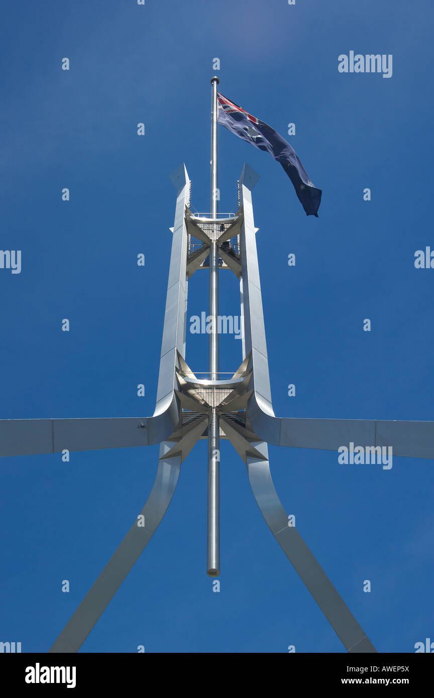 die berühmte australische Flagge auf Parlament Haus canberra Stockbild