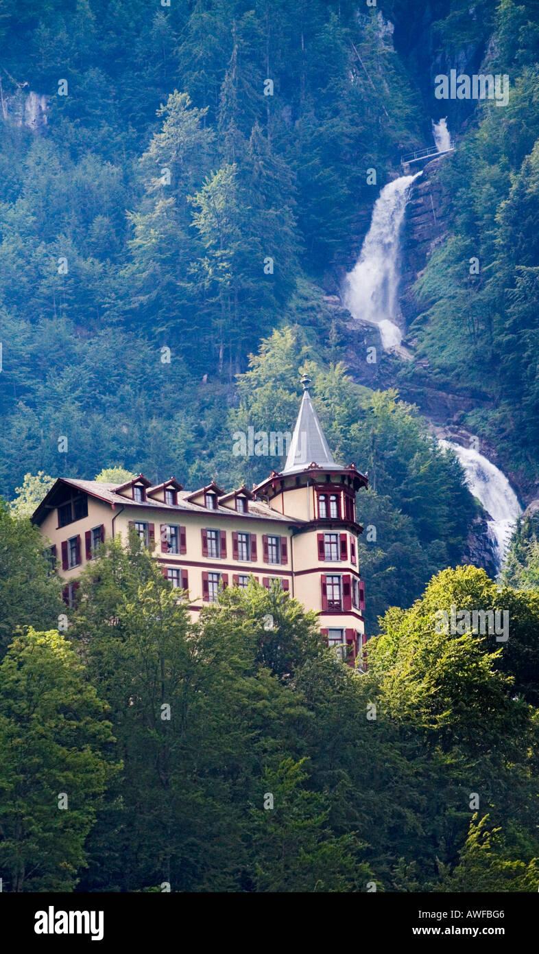 Giessbach Grandhotel Und Die Giessbach Wasserfalle In Der Nahe Von Brienz Schweiz Stockfotografie Alamy
