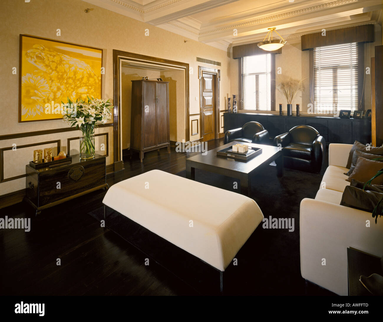 wohnzimmer von retro modern art deco wohnung grosvenor wohnungen in shanghai stockfoto bild. Black Bedroom Furniture Sets. Home Design Ideas