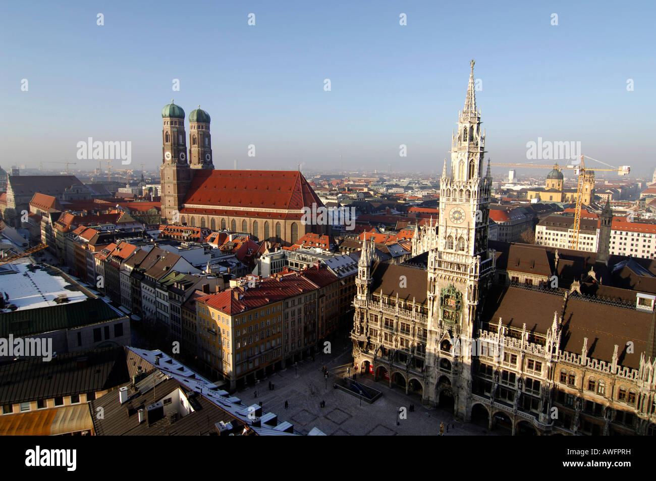 Totale Münchens mit der Frauenkirche (Kirche), Rathaus und den Marienplatz (Quadrat), Munich, Bavaria, Germany, Stockbild