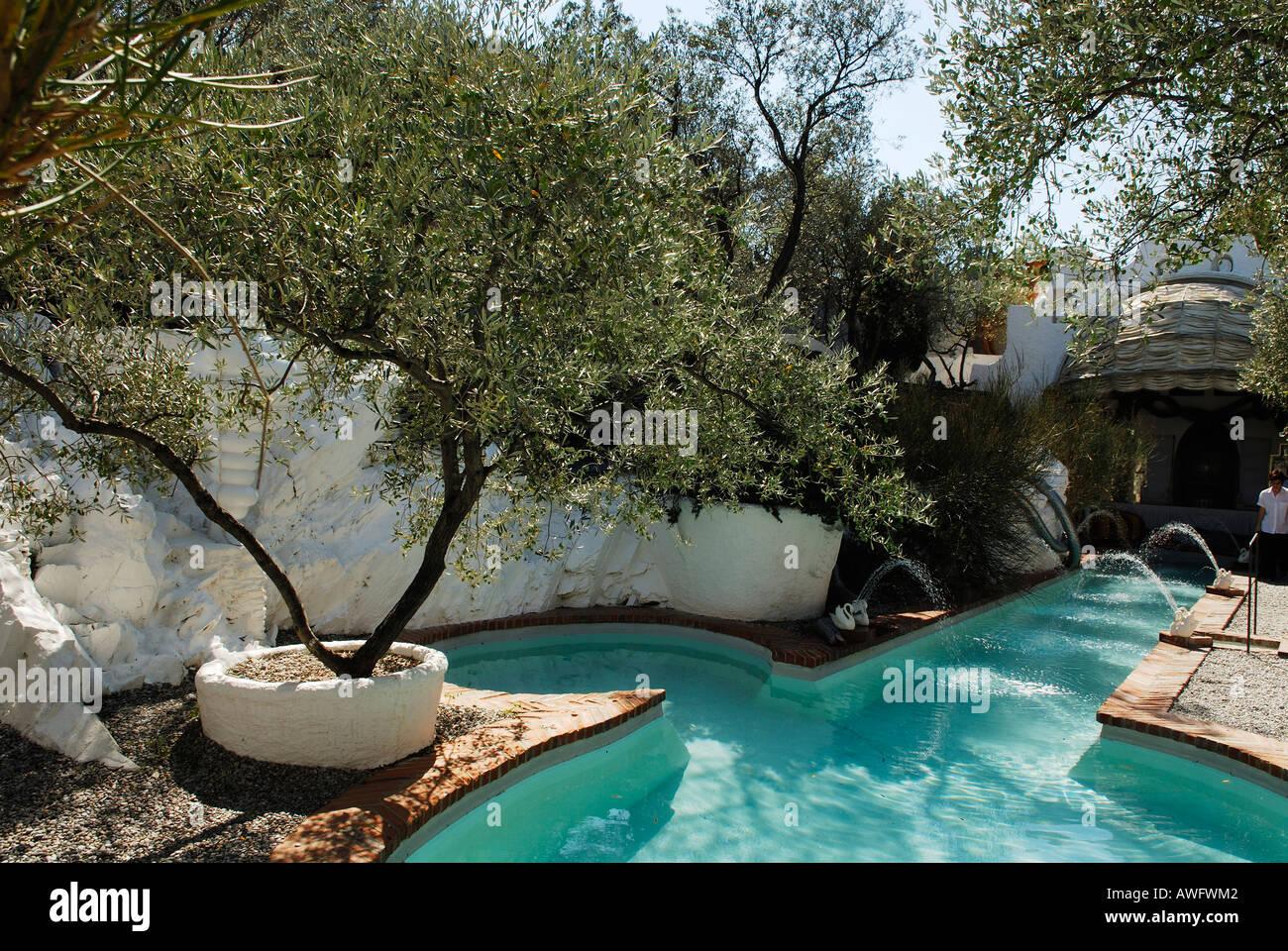 Swimmingpool im Garten des Hauses der surrealistischen Maler ...