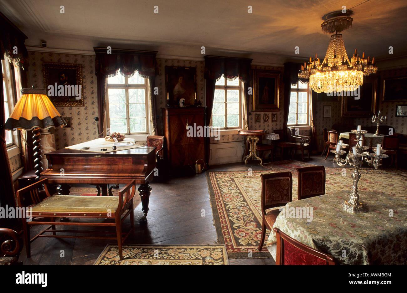 Historisch eingerichtete Wohnzimmer, Oestrich-Winkel, Hessen ...