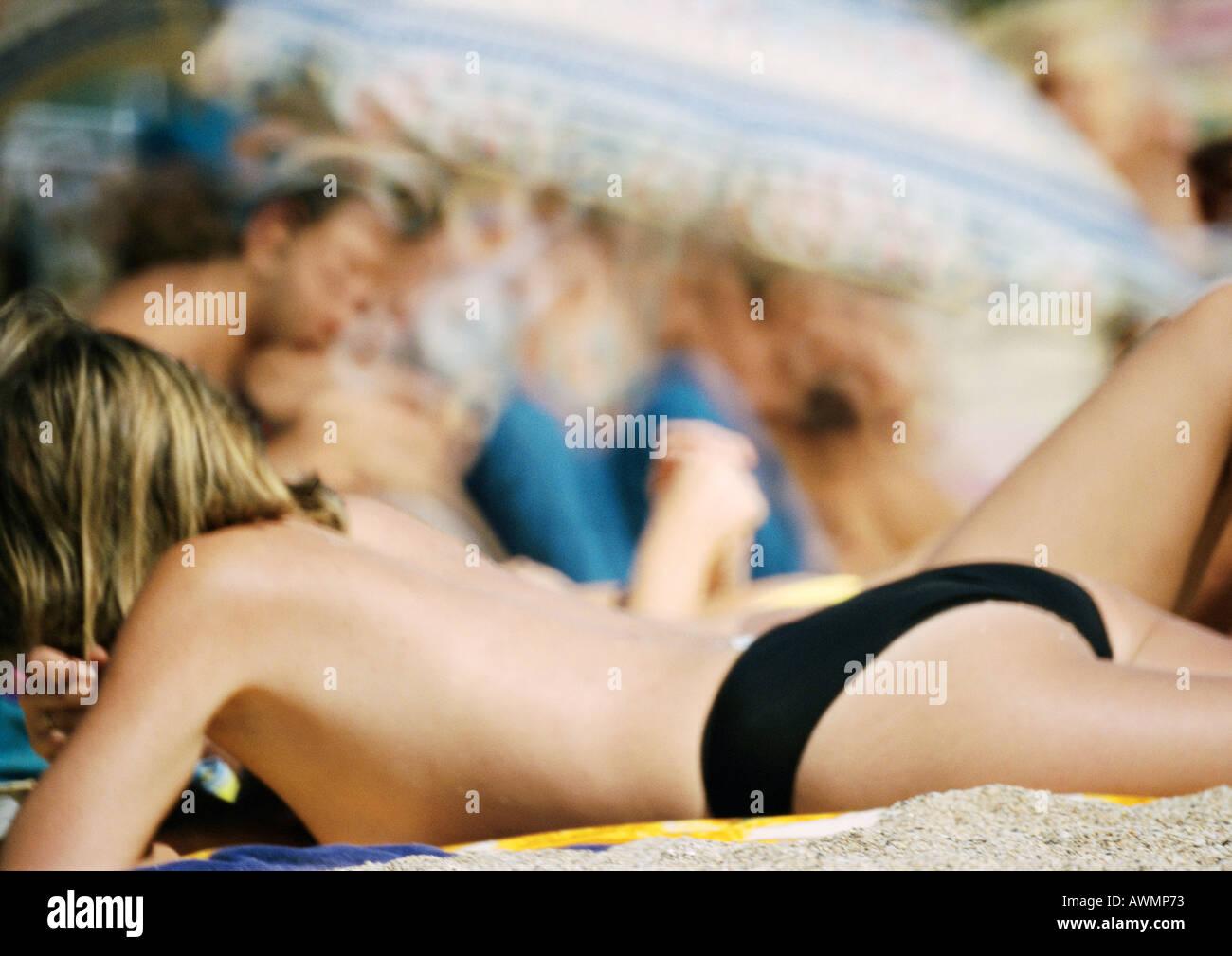Teenager Mädchen Am Strand Halb Nackt Liegen Stockfoto Bild
