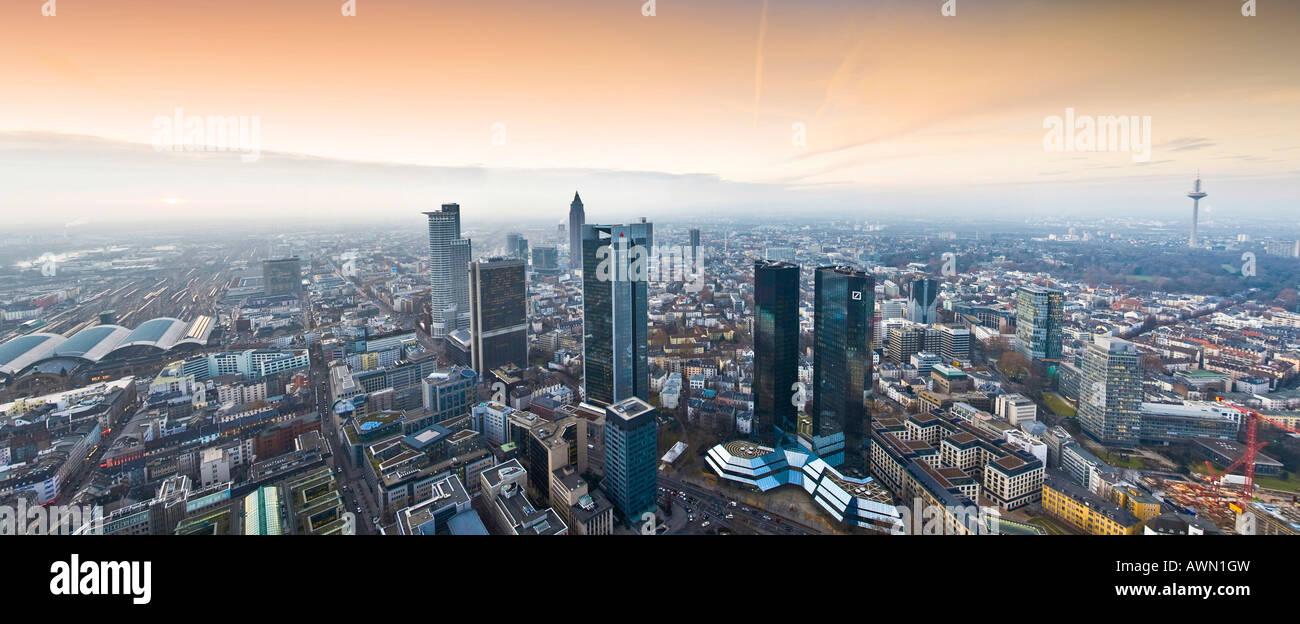 Panorama geschossen, ergänzt mit der Sparkasse und Konvention Türmen und Hauptbahnhof, Sonnenuntergang Stockbild