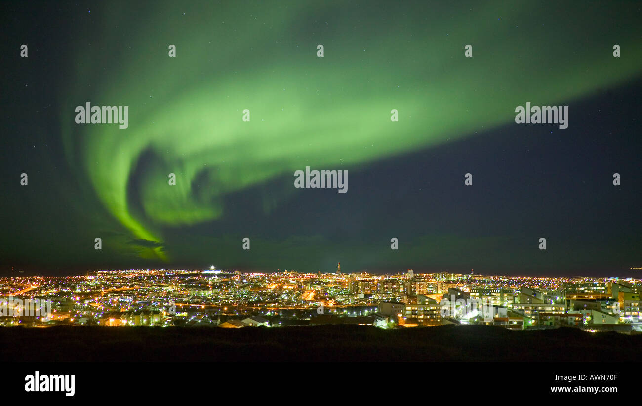 Northern Lights Skyline Reykjavik Island Stockbild