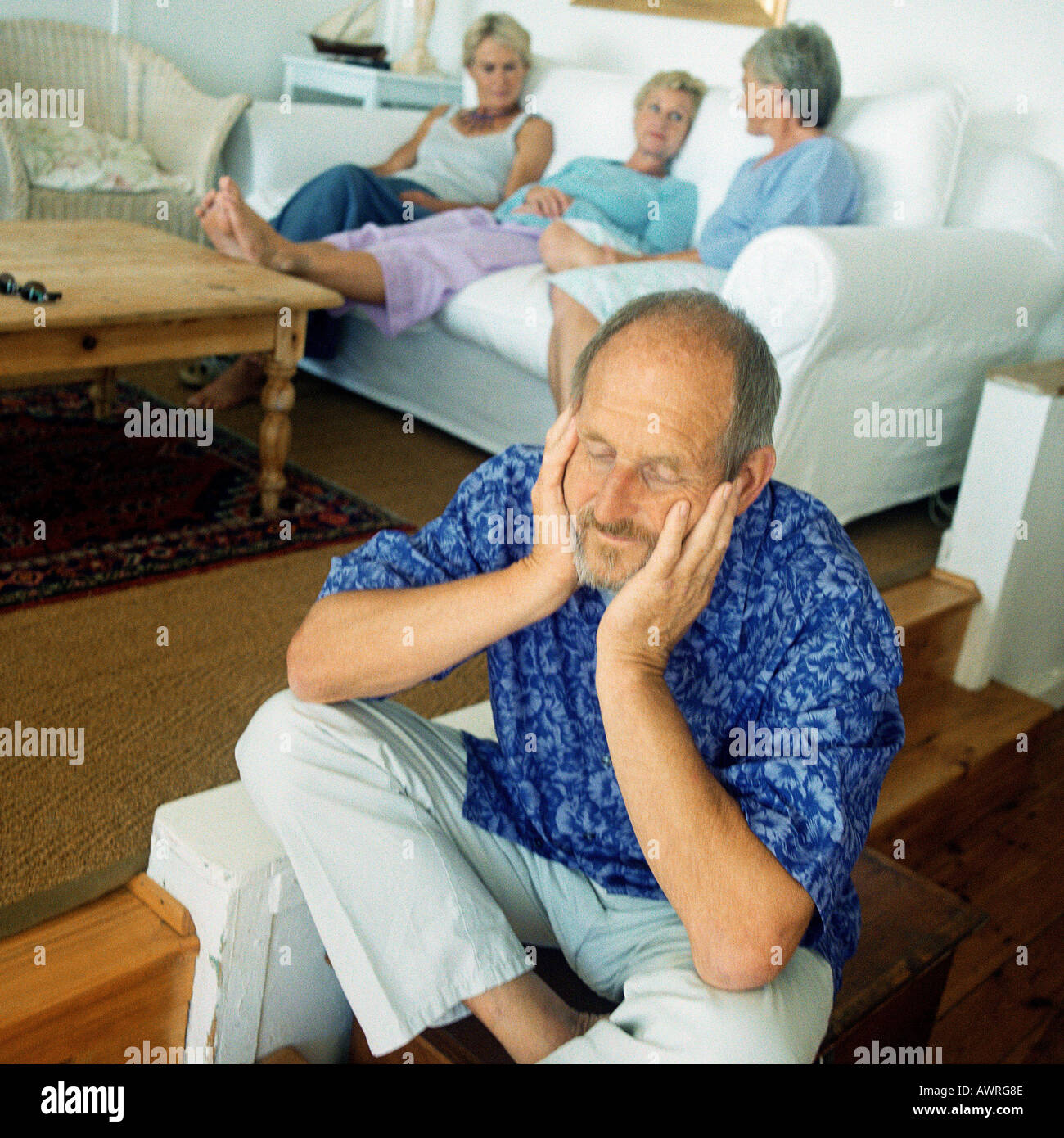 four elderly people sit on stockfotos four elderly people sit on bilder alamy. Black Bedroom Furniture Sets. Home Design Ideas