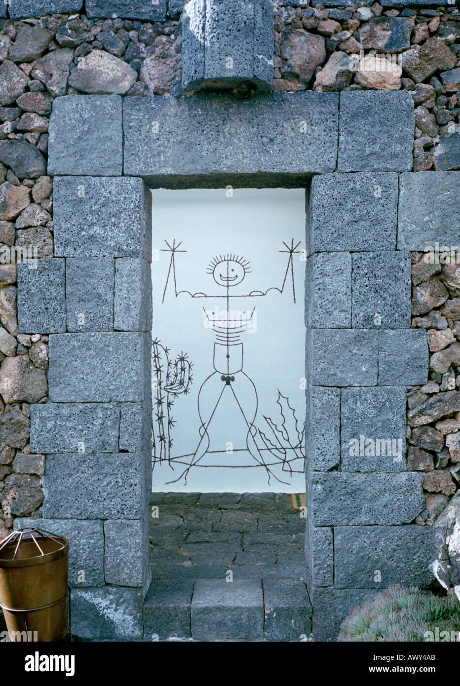Der Mann-Cartoon von Cesar Manrique im Kaktusgarten auf Lanzarote Insel an die öffentlichen Toiletten Stockbild
