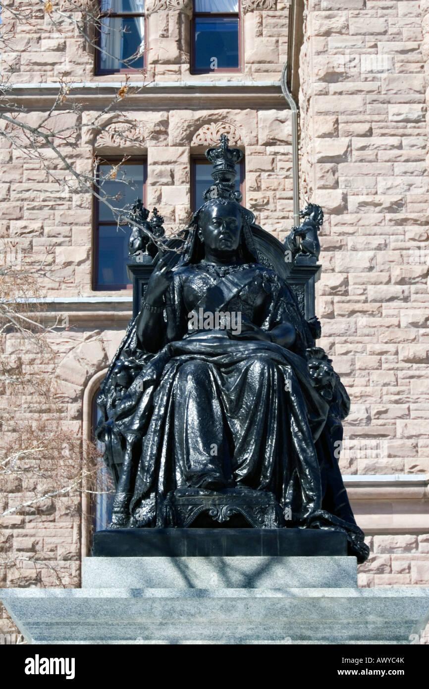 Königin Victoria Statue vor Ontario Legislative Building in Queens Park Toronto, Kanada Stockfoto