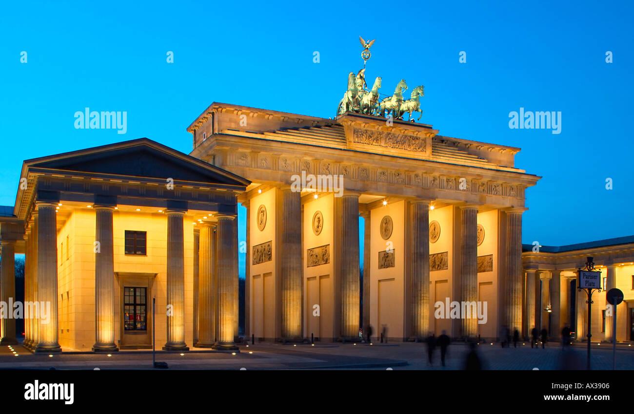 Berlin Brandenburger Tor Brandenburger Tor Pariser Platz Paris Platz Dämmerung Stockfoto