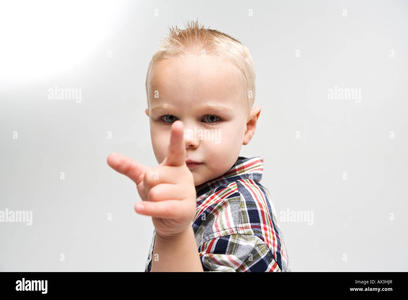 Luka Zeigefinger auf Betrachter Stockbild