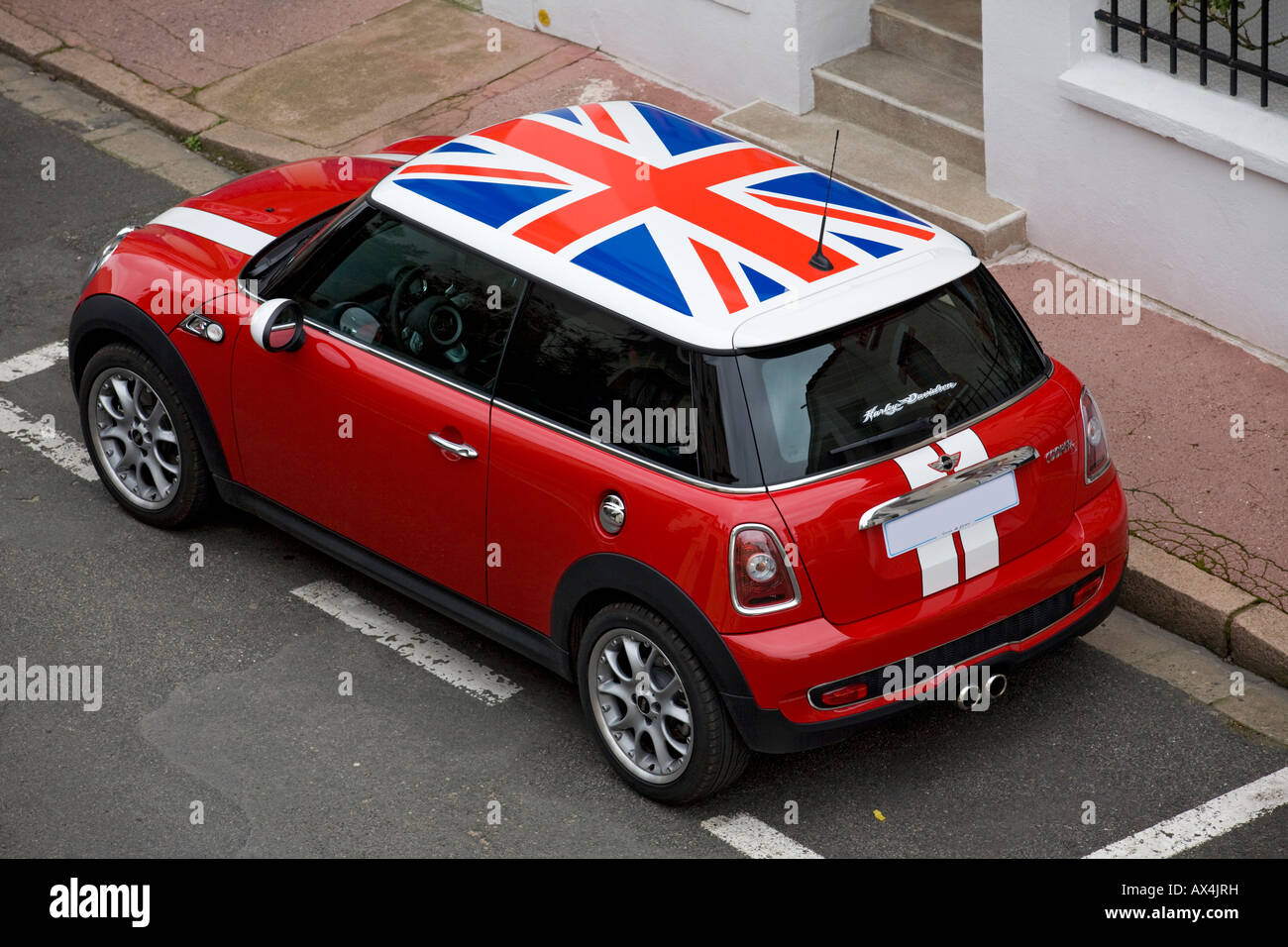 ein exemplar eines austin mini cooper s boliden mit den. Black Bedroom Furniture Sets. Home Design Ideas