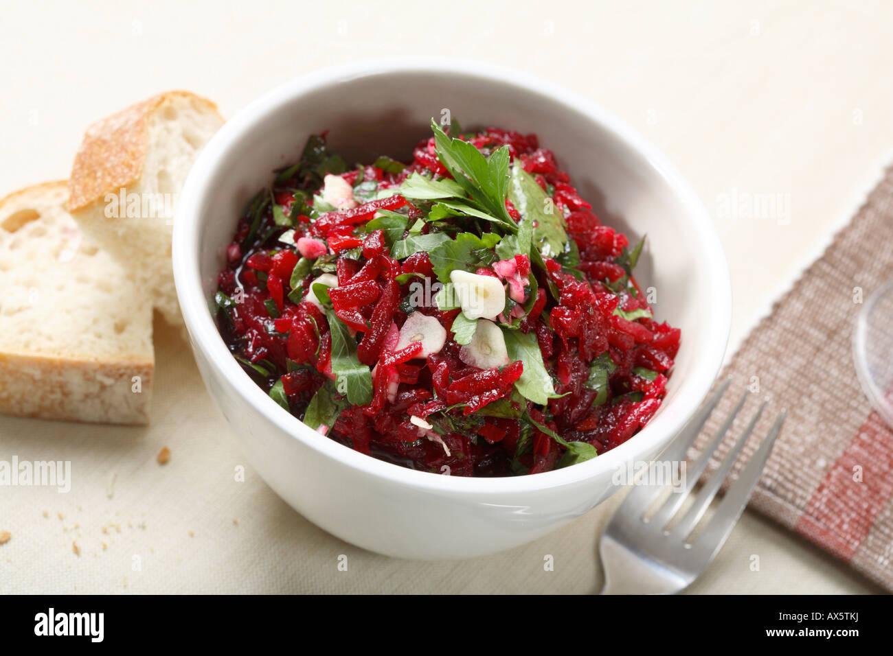 Rote Beete Salat Mit Knoblauch Und Petersilie Stockfoto Bild
