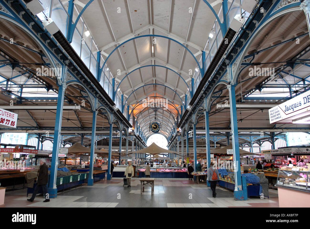 Die Markthalle in Dijon, Burgund, Frankreich. Stockbild