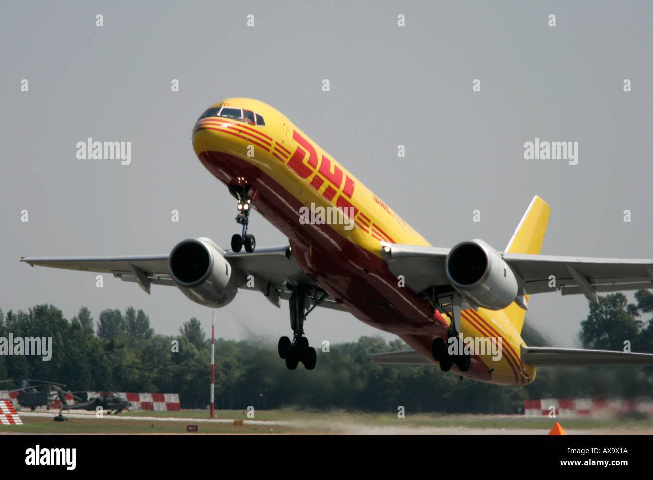 Dhl Shipping Stockfotos Amp Dhl Shipping Bilder Alamy