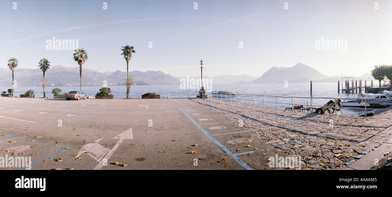 parkplatz am lago maggiore stresa italien stockfoto. Black Bedroom Furniture Sets. Home Design Ideas