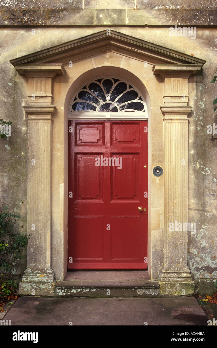 Klassischen Stil Haustür Rot Portikus Stockfoto Bild 5479865 Alamy