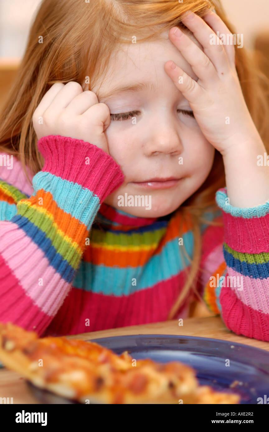 Mädchen 4 Jahre alt wie nicht Pizza essen Stockfoto, Bild: 9609201 ...