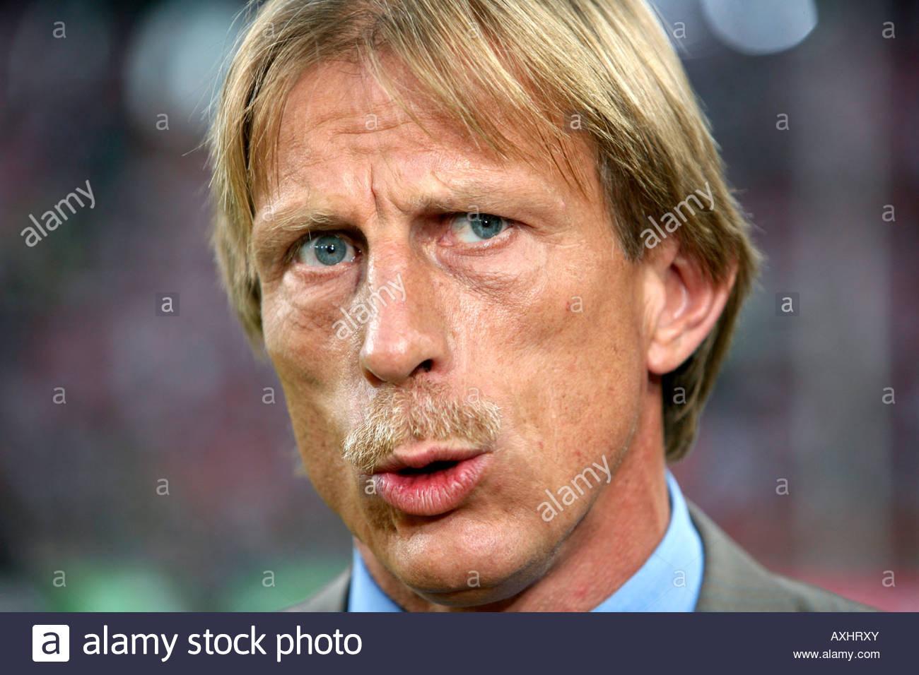 1 Fc Köln Trainer Christoph Daum Stockfoto Bild 16851506 Alamy