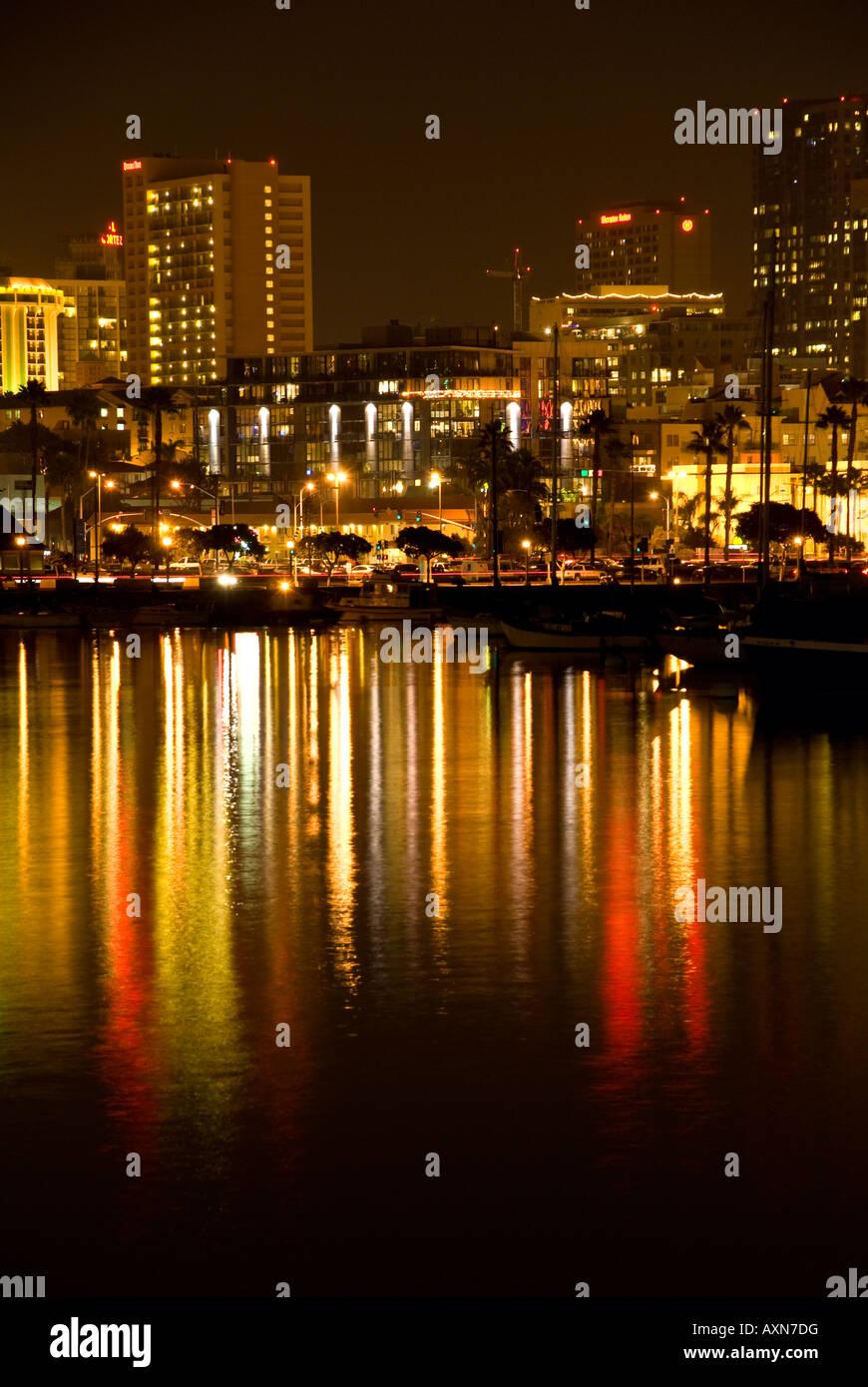 vertikale Ansicht von Booten und leichte Weihnachten Licht ...
