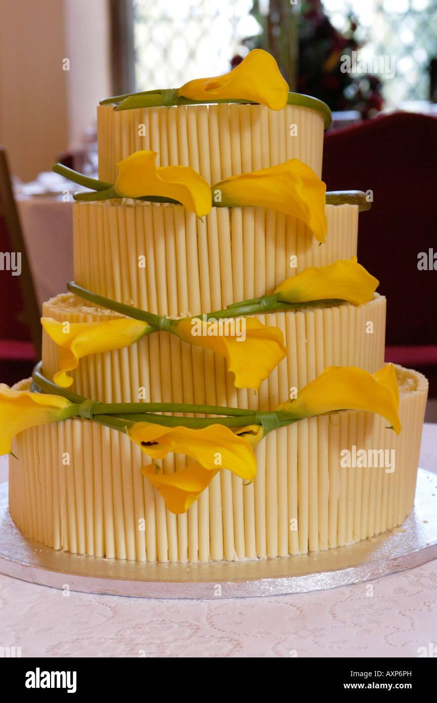 Weisse Schokolade Hochzeitstorte Stockfoto Bild 16892776 Alamy