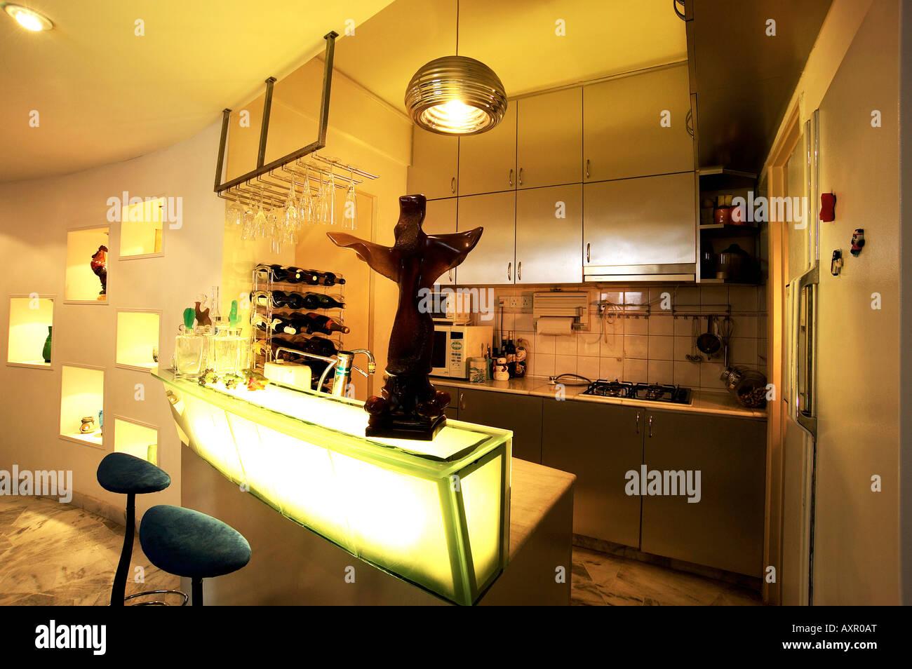 Moderne Küche mit Minibar installiert Stockfoto, Bild: 16900031 - Alamy