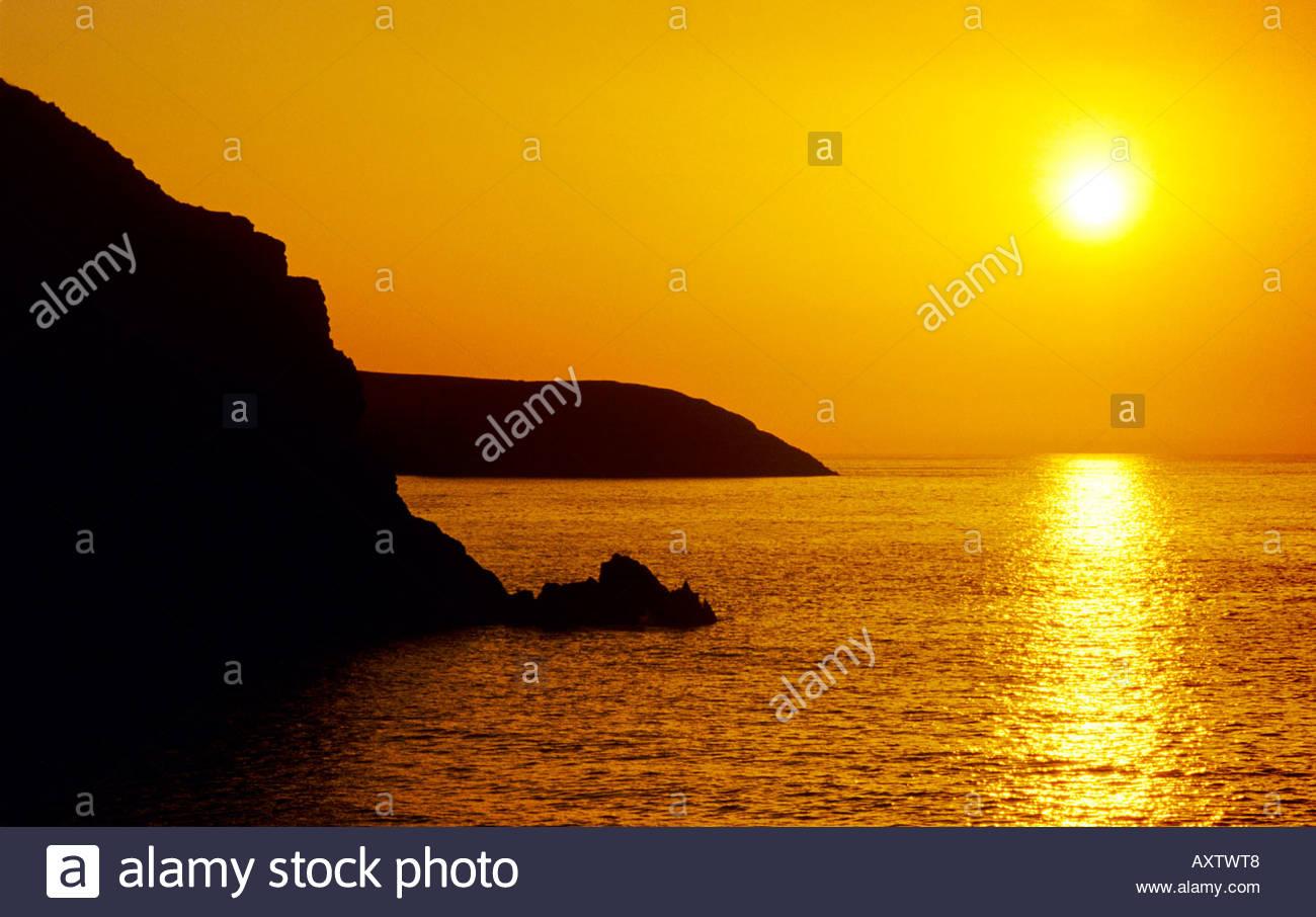 Pembrokeshire Coast National Park; Sonnenuntergang Himmel über Meer; Pembrokeshire Wales UK. Stockbild