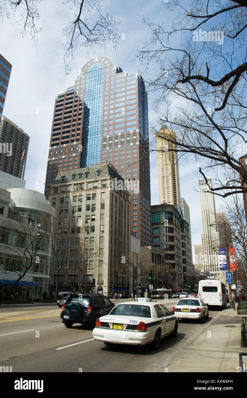 Michigan Avenue oder der Magnificent Mile, berühmt für seine Einkaufsmöglichkeiten, Chicago, Illinois, Stockbild