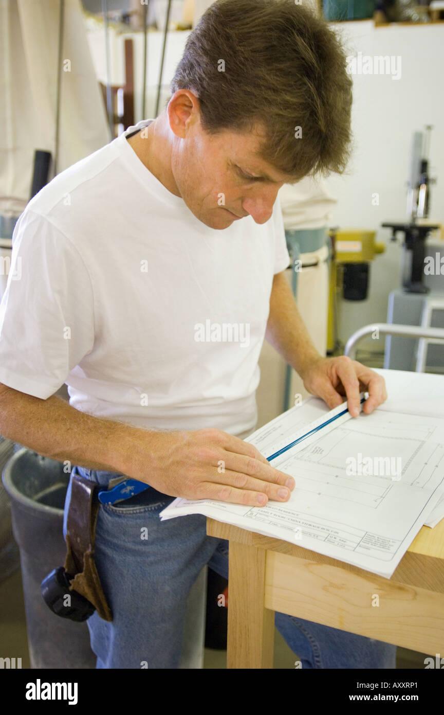 Eigentumer Regularen Job Holzbearbeitung Mobelschreiner