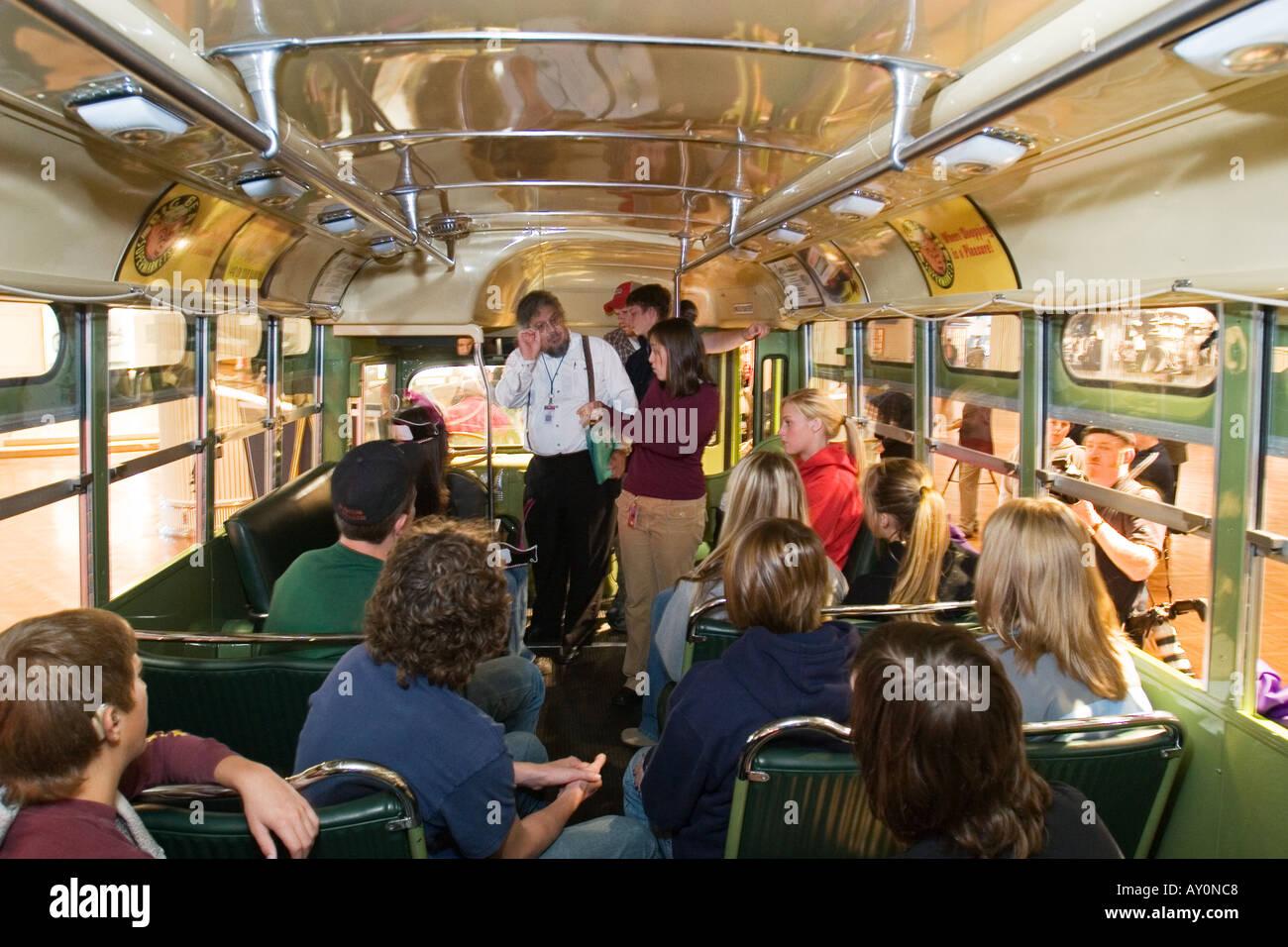 Studenten besuchen Rosa Parks Bus im Museum am Tag nach ihrem Tod Stockfoto