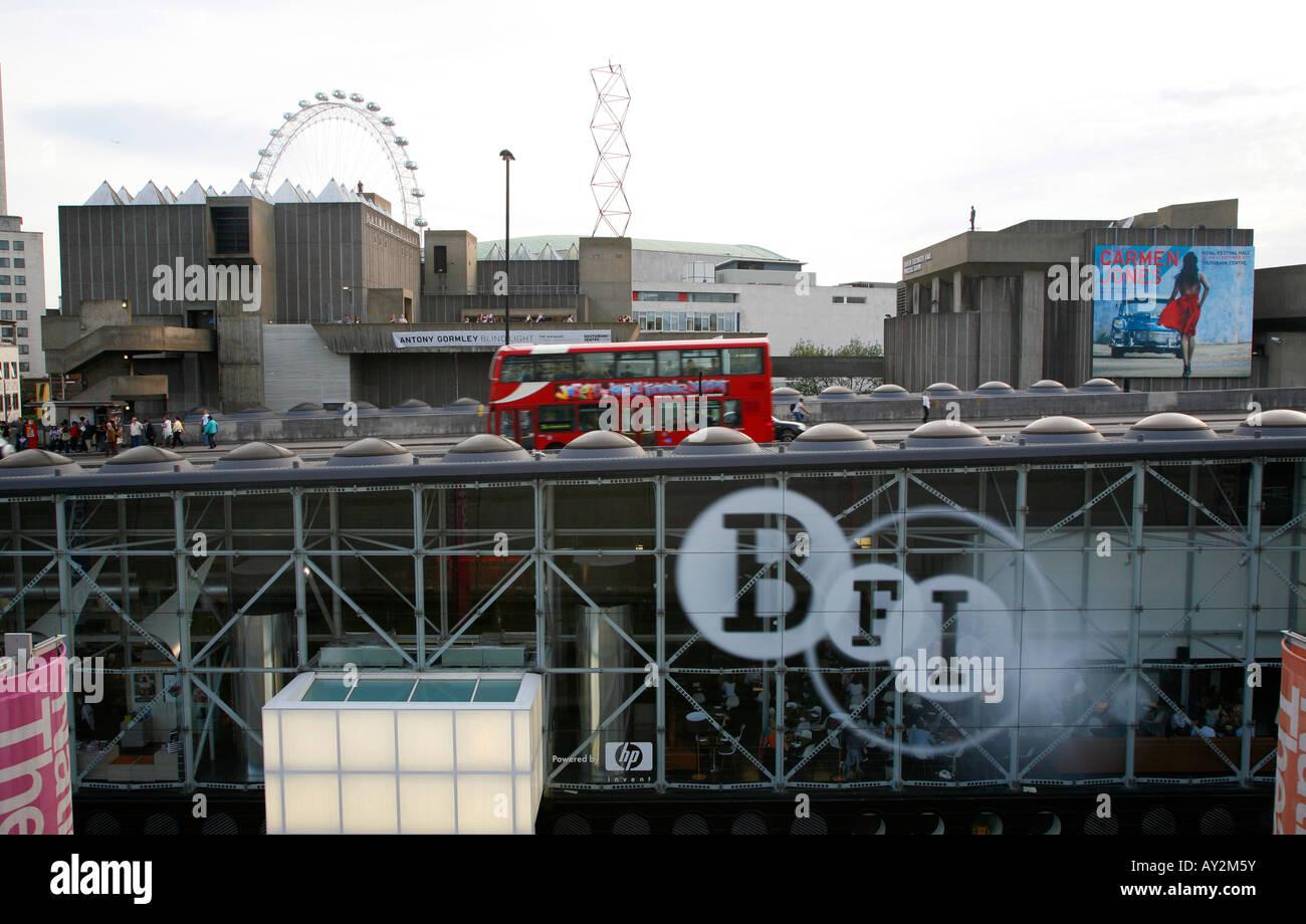 BFI-Gebäude befindet sich unter Waterloo Bridge, South Bank, London Stockbild