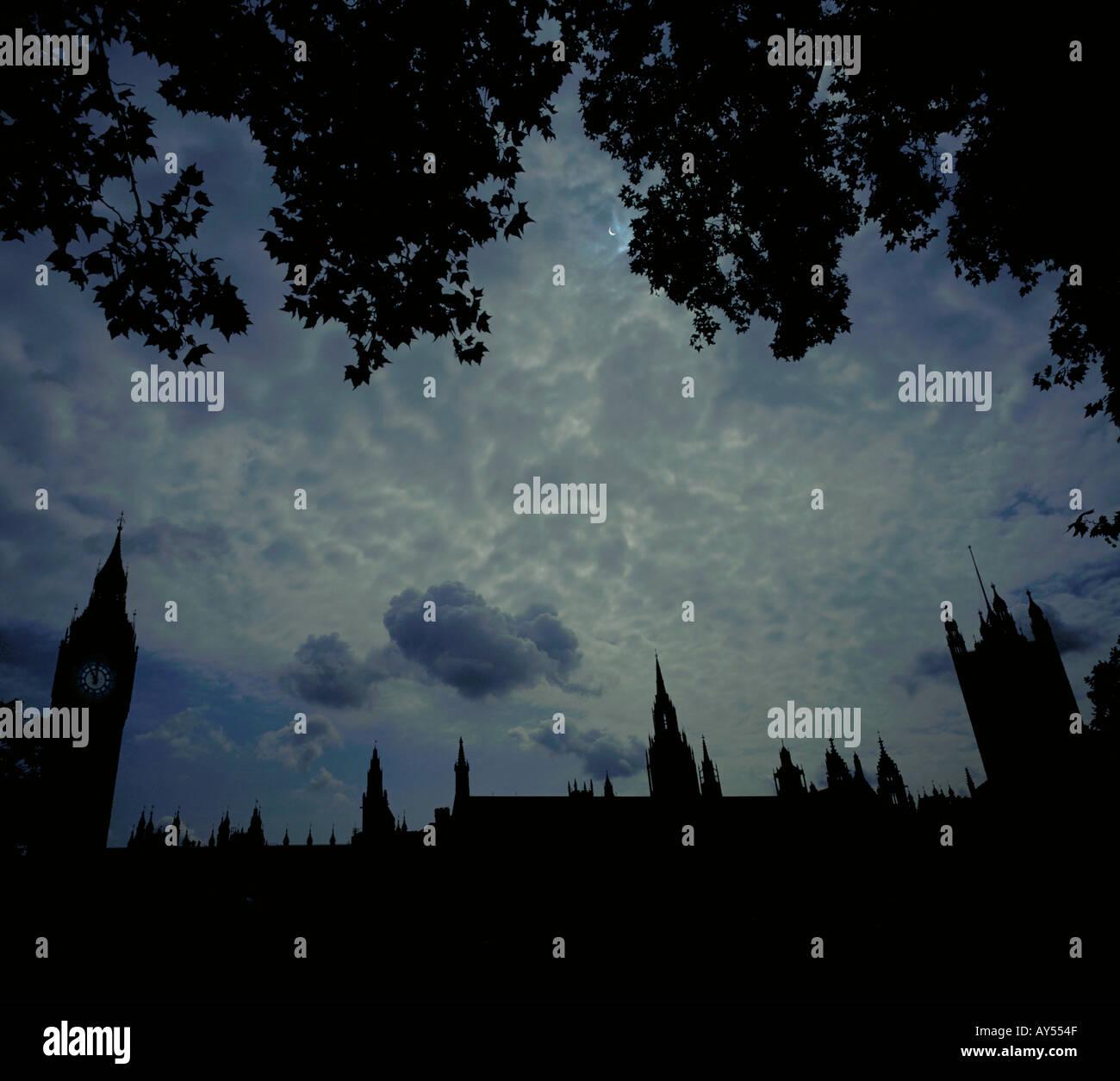 Totale Sonnenfinsternis die Sonne über Häuser des Parlaments London am 11. August 1999 Stockbild
