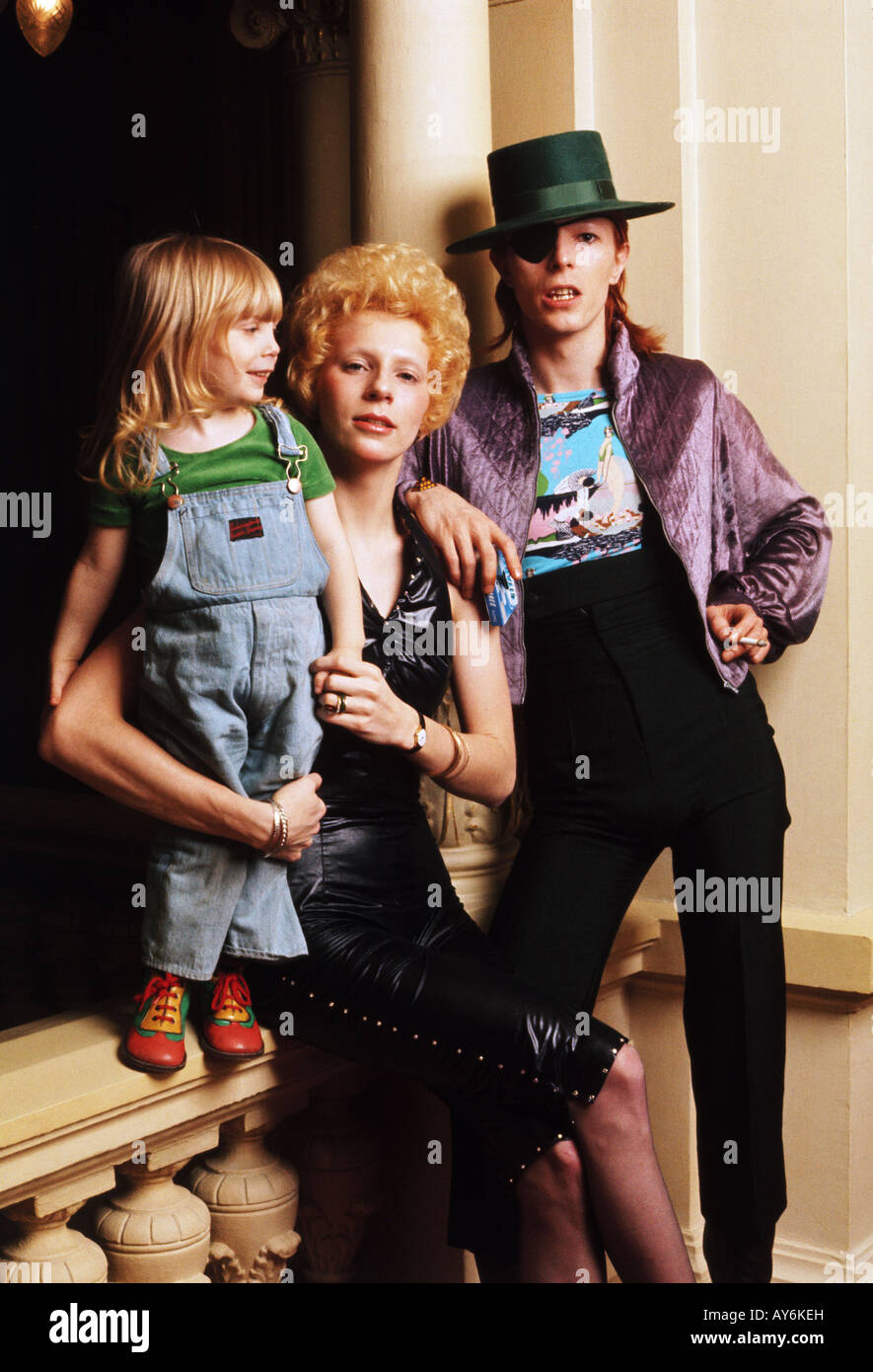 David Bowie Mit Frau Angie Und Sohn Zowie 1974 Stockfoto Bild