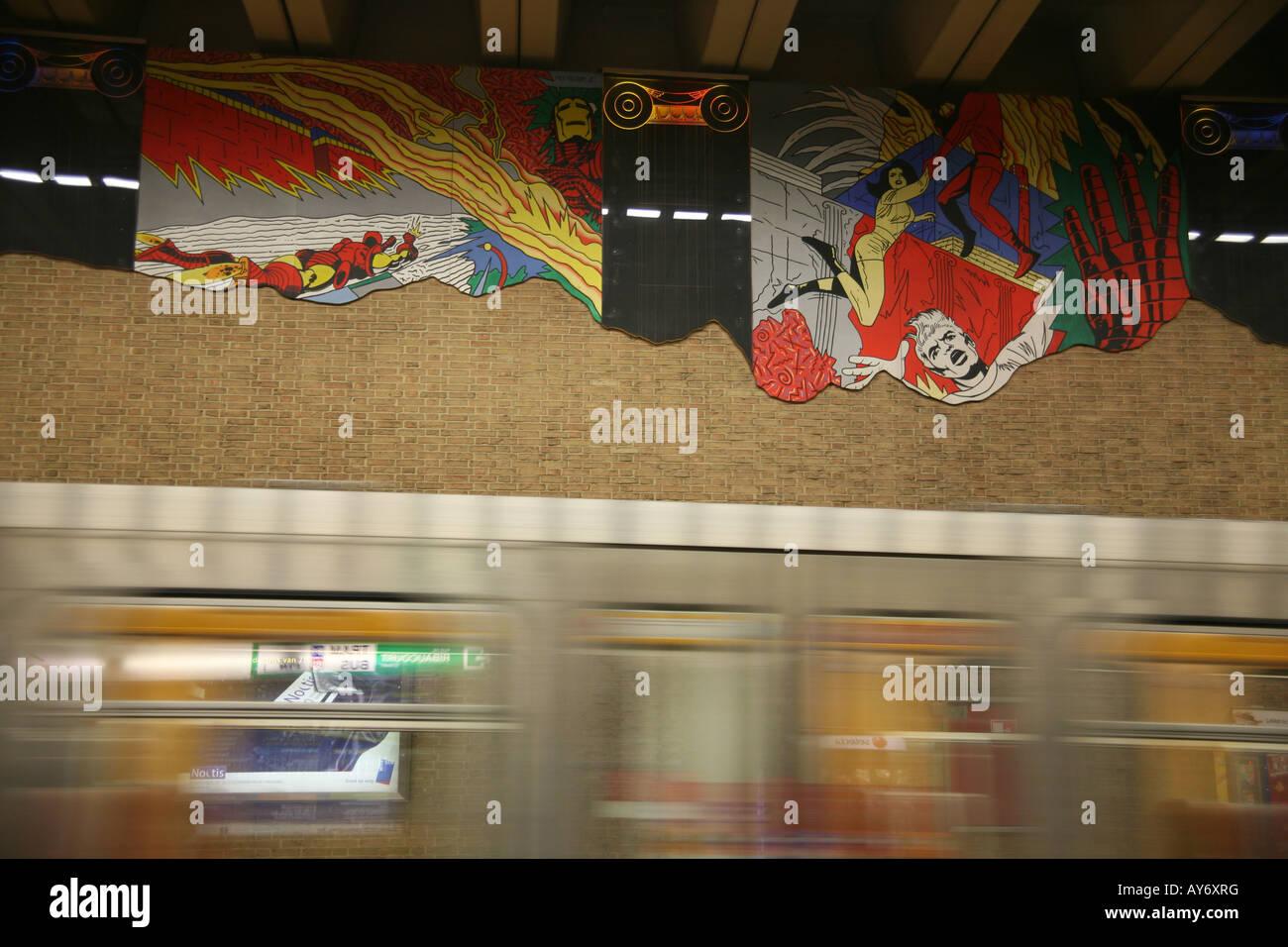 Comic-Strip Wandgemälde in Brüssel u-Bahnstation Stockbild