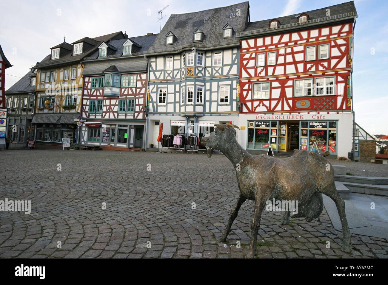 Denkmal der Camberg Ziege und Rahmen-Häuser auf dem Marktplatz von ...