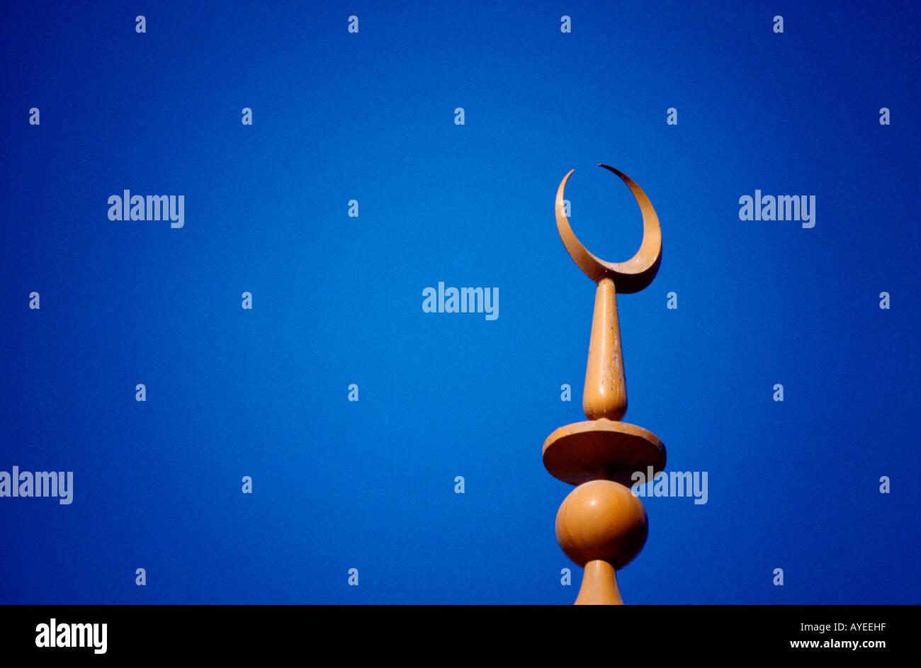 Abu Dhabi VAE Moschee Minarett mit Mondsichel-Symbol des Islam Stockbild