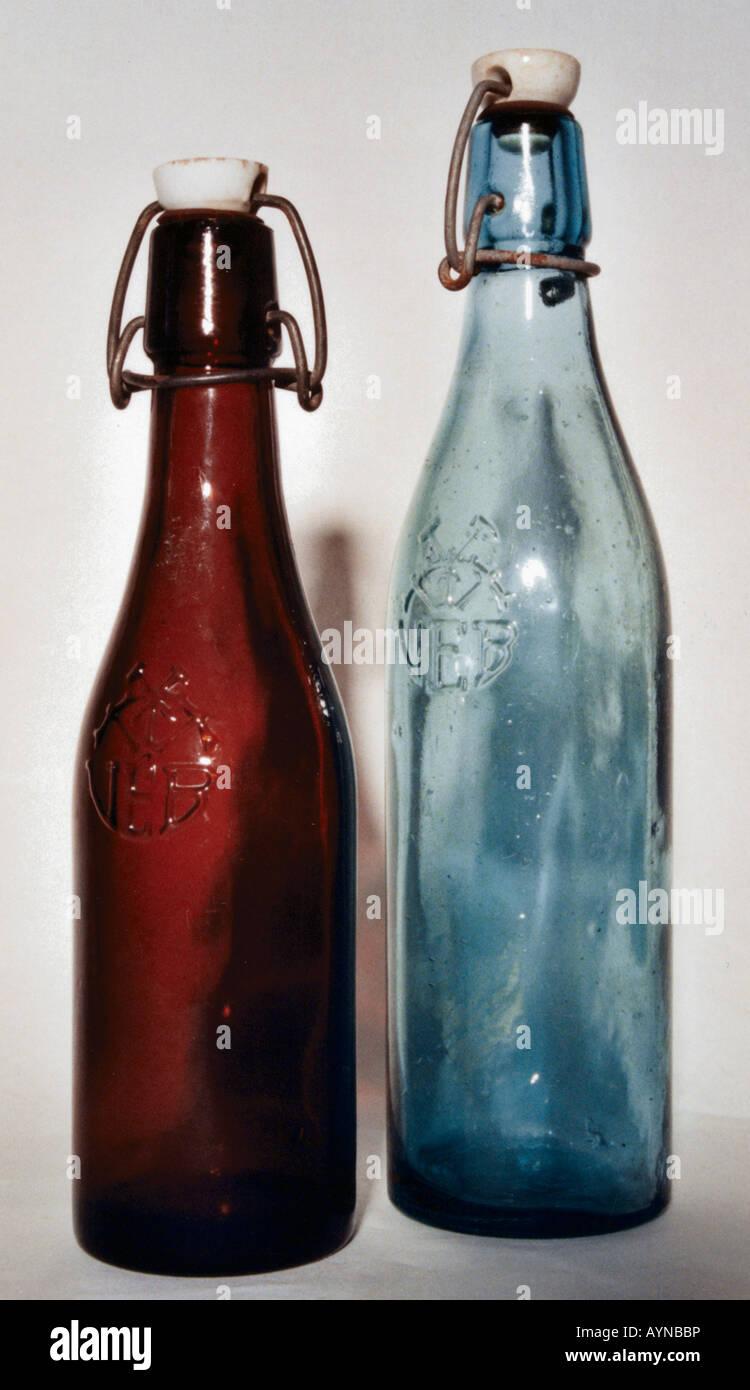 Lebensmittel, Getränke, Bier, zwei Flaschen mit VEB Emblem, DDR ...