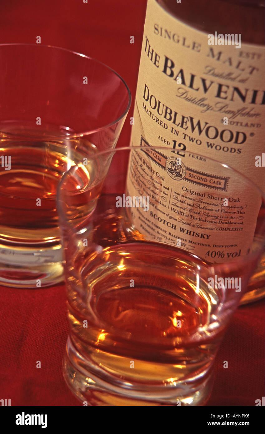 flasche balvenie doublewood single malt whisky und gl ser stockfoto bild 9801141 alamy. Black Bedroom Furniture Sets. Home Design Ideas