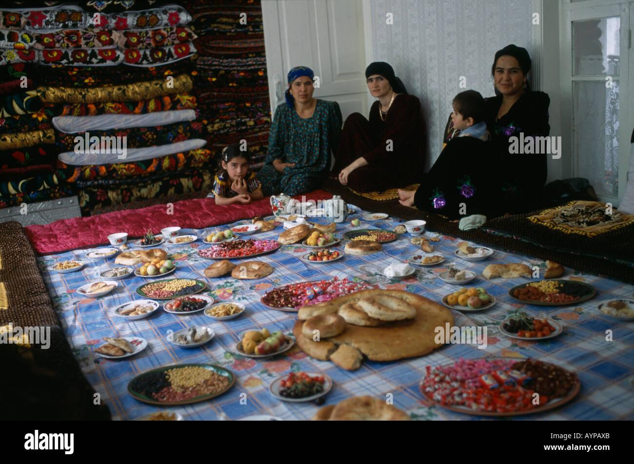 tadschikistan in zentralasien dorf hochzeit frauen und. Black Bedroom Furniture Sets. Home Design Ideas