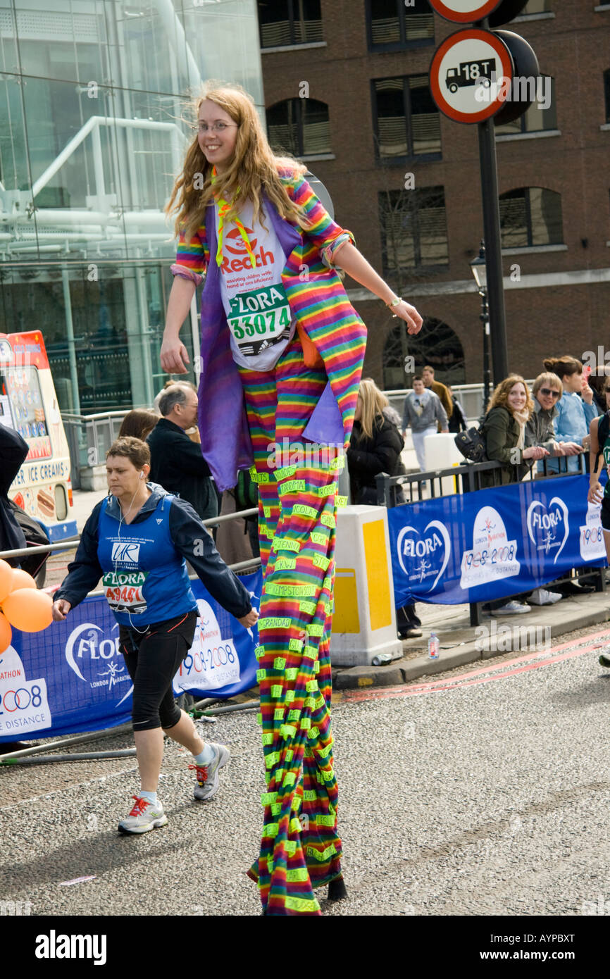 Michelle Frost beteiligt sich an den London-Marathon 13. April 2008 Stockbild
