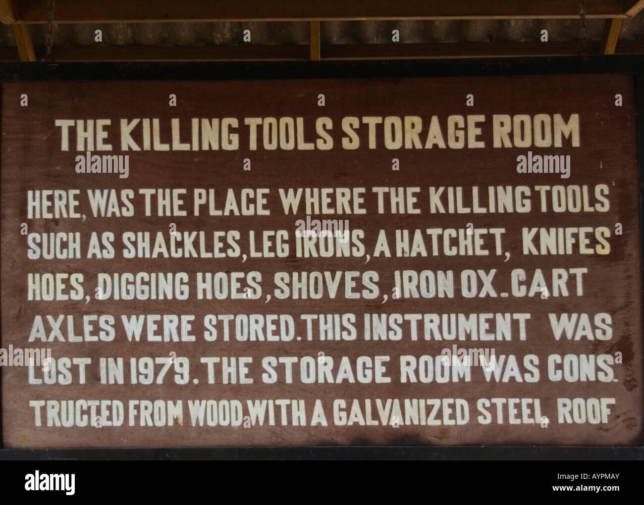 Plaque, beschreibt Gräueltaten der Roten Khmer während die Killing Fields-Ära, Phnom Penh, Kambodscha, Stockbild