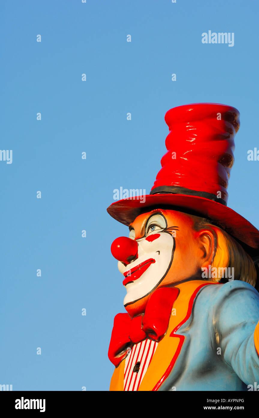 Clown-Skulptur auf einem Jahrmarkt Stockbild